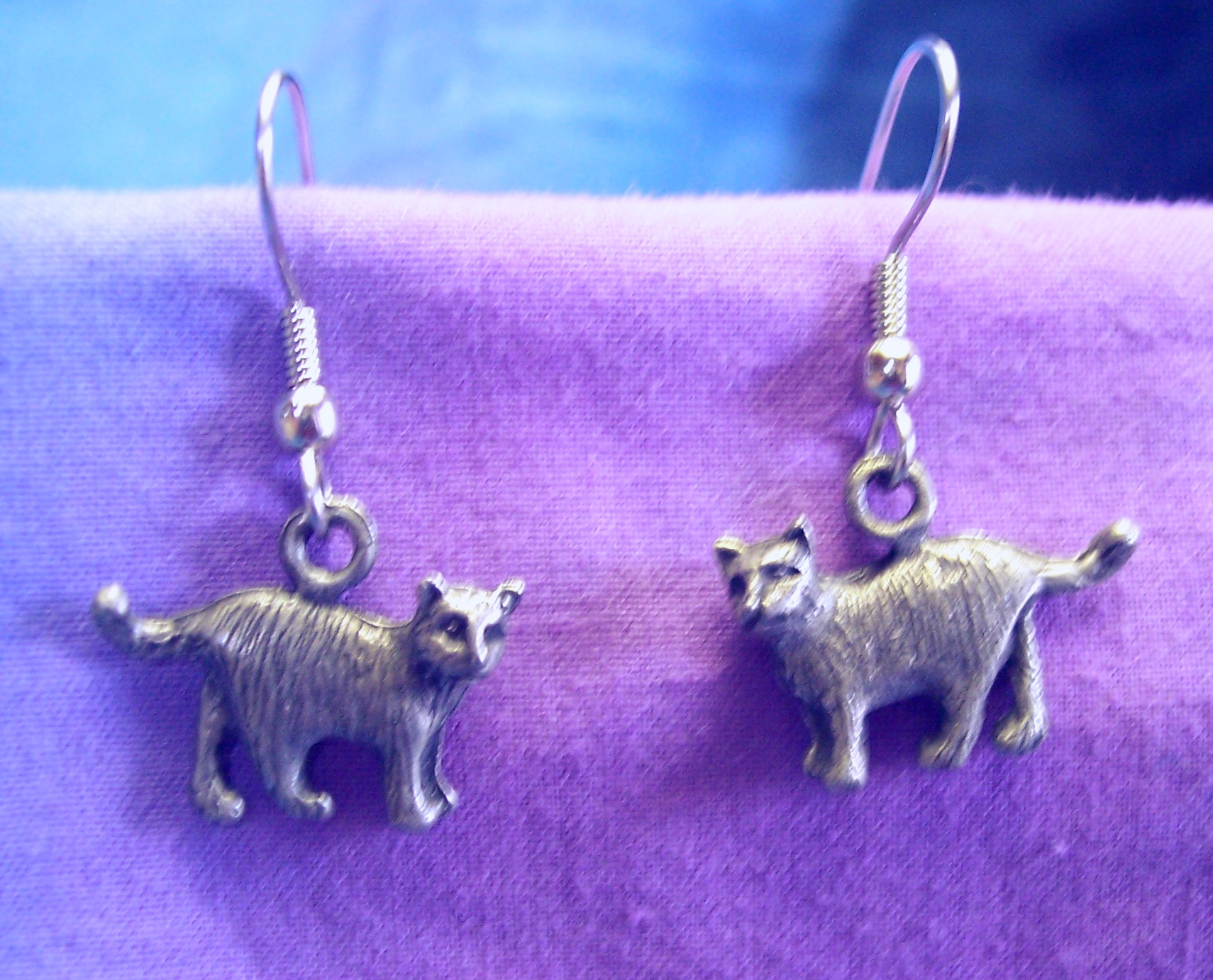 0232xe Tiny Standing Domestic Shorthair Earrings With Surgical Steel Wires  5/8u2033 X 3/8u2033 Solid Lead Free Pewter $15.00